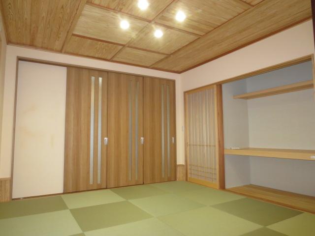 リビングから和室につながる和風モダンの家